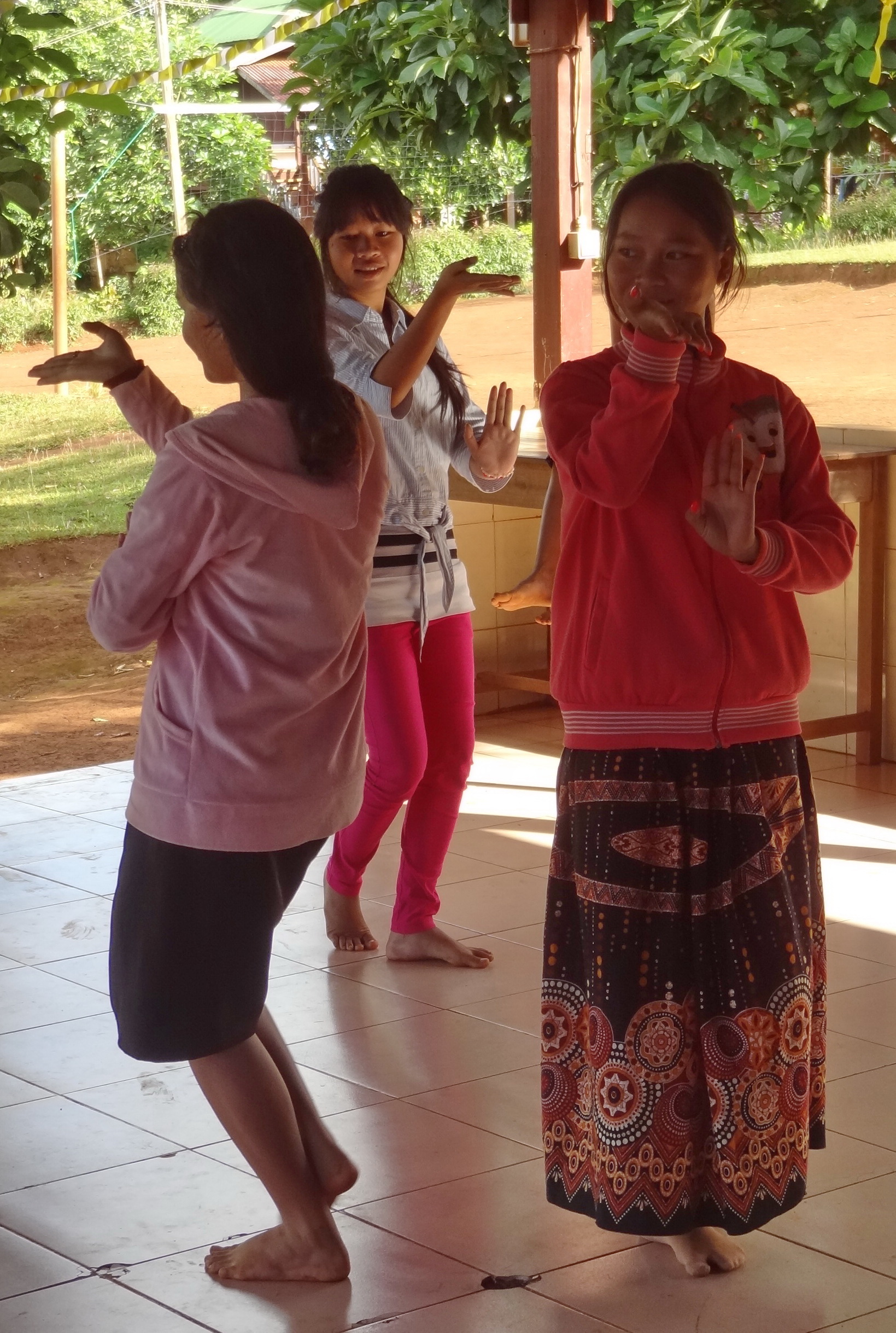 Cambodia Dancing Girls