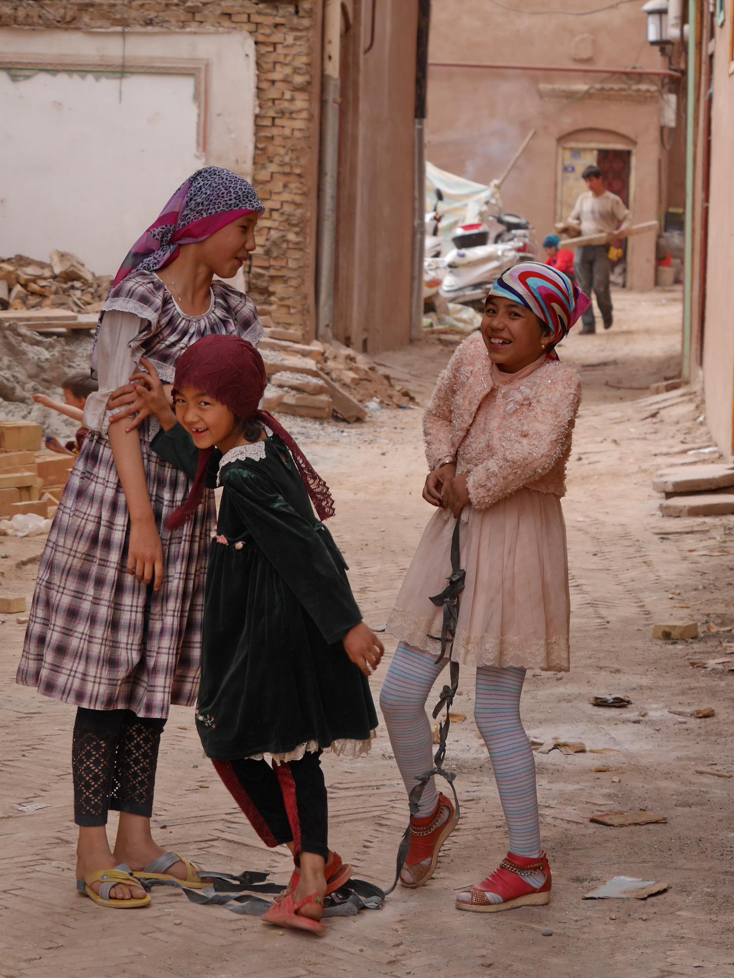 Xinjiang Laughing Girls_resize